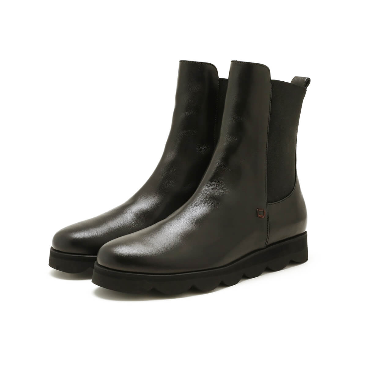 Black dual side goring bootie with light rubber sole